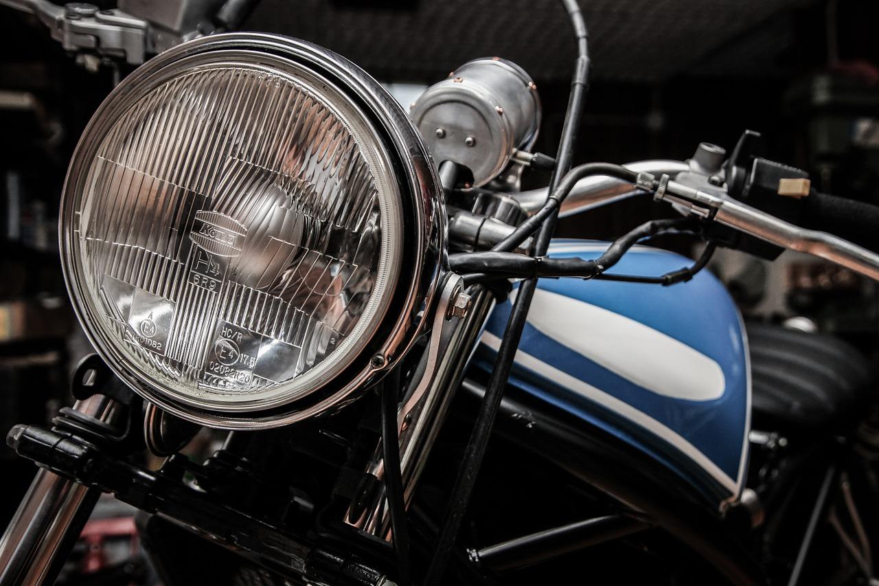 motorbike-407175_1280