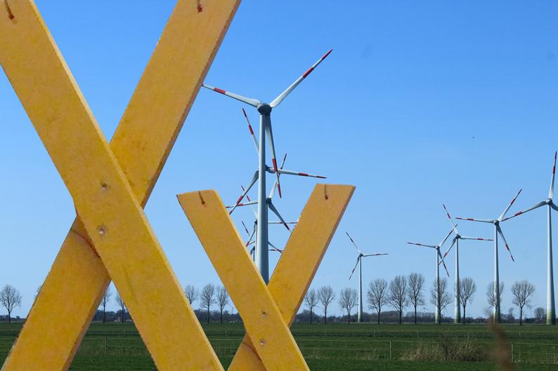 wind-turbines-klein