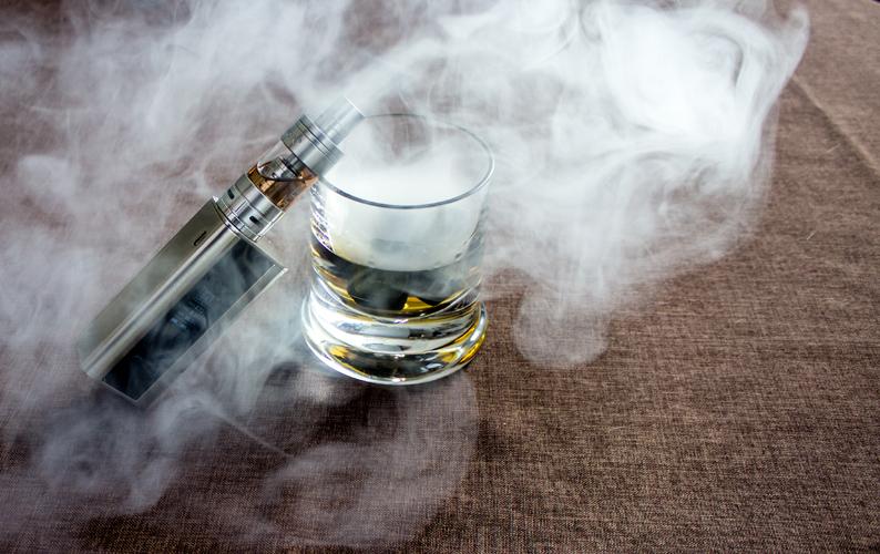 klein-02-e-cigarette-dirk-kruse_pixelio-de