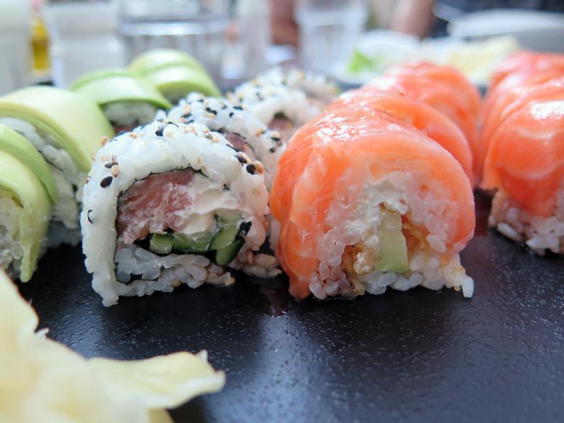 klein-sushi-1091679_1920