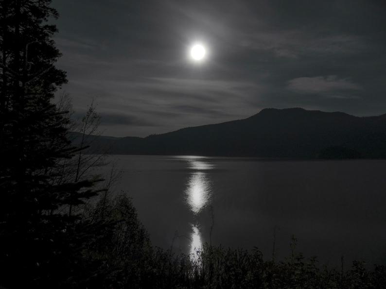 moon-198878_1920