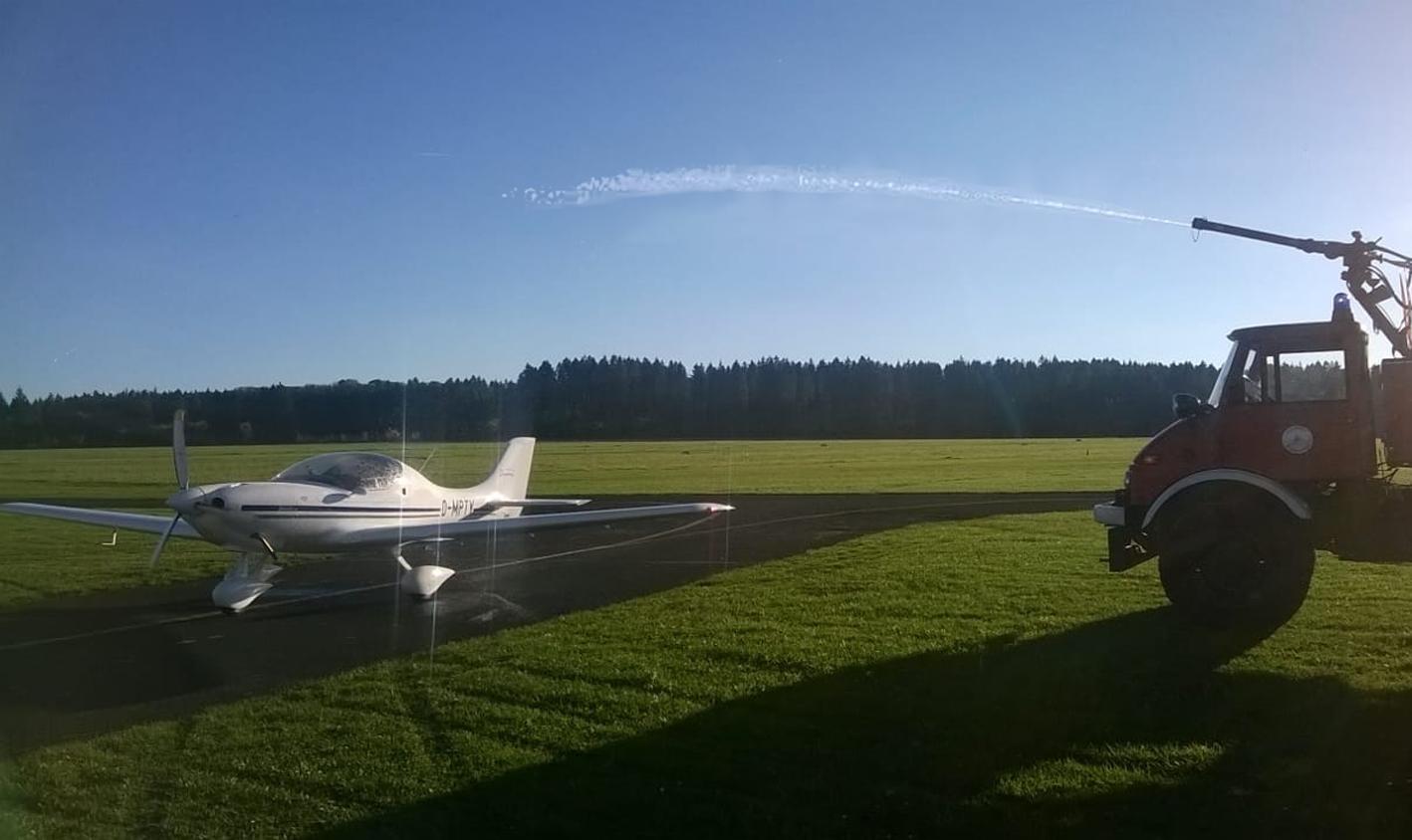 Neues Flugzeug-2